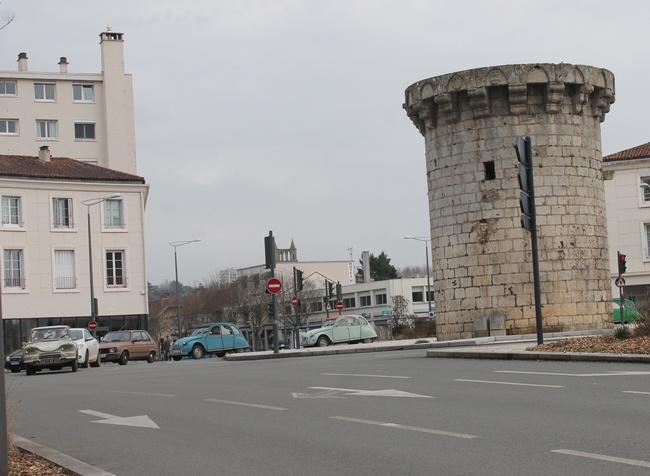 La tour du Cordier, porte de Paris à Poitiers